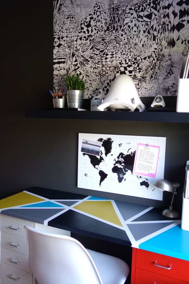 Geometric Desk Top Black Lack Shelf