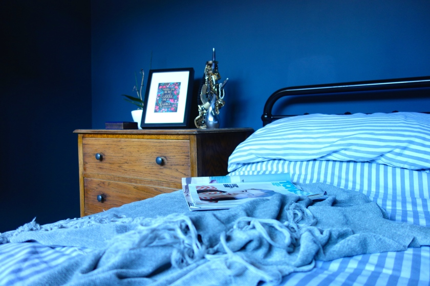 valspar deep shadow dark blue walll