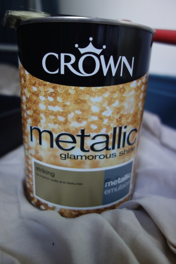 Crown Striking Metallic paint