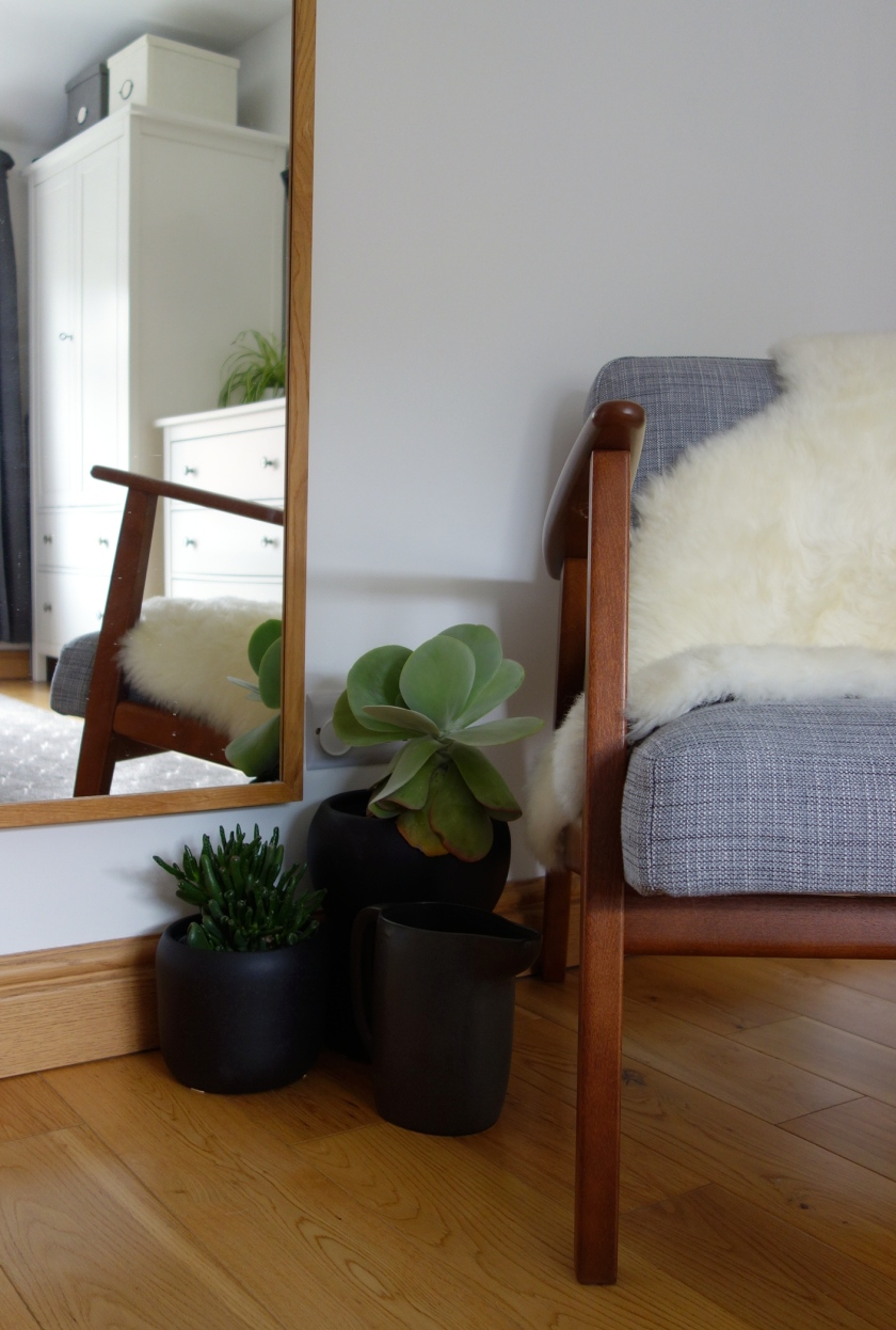 ekenesat chair sheepskin rug