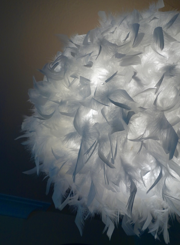 melito B&Q light feather