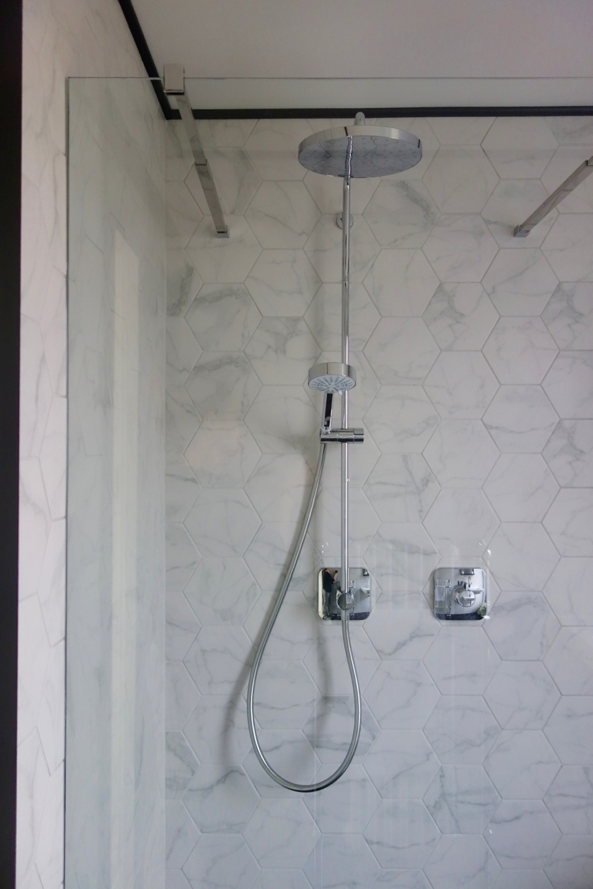 Mira Adept BRD+ Shower Marble Hex Tiles
